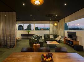 The Cinema Suites, hotel in Te Anau