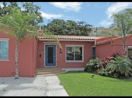 The South Beach Party House: Large Groups/Jacuzzi/BBQ-Walk to Everything!