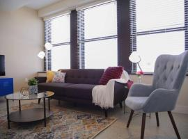 CLASSIC DOWNTOWN 1BR APT IN HISTORIC BLDG W/ VIEWS