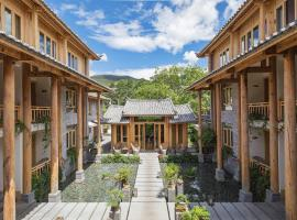 Arro Khampa by Zinc Journey Lijiang