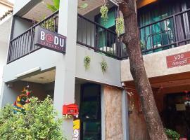 BADU sukhumvit dormitory, hotell nära Emporium köpcenter, Bangkok
