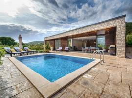 Island Bay Villa Korcula, hotel with pools in Korčula