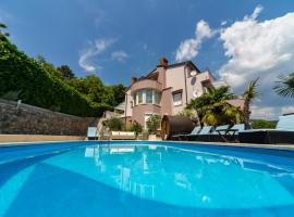 Apartments Melanie, hotel with pools in Opatija