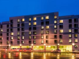 SpringHill Suites by Marriott New York LaGuardia Airport, family hotel in Queens