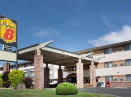 Super 8 by Wyndham Grand Junction Colorado, pet-friendly hotel in Grand Junction