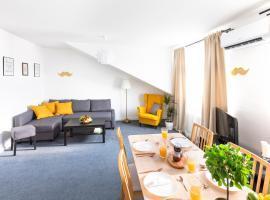 Little Tom Apartments – hotel w pobliżu miejsca Willa Bertramka w Pradze