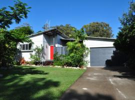 10 Double Island Drive - Modern family home, centrally located, swimming pool & outdoor area