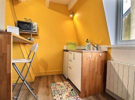 Studio cocooning à 100 mètres de la plage, budget hotel in Trouville-sur-Mer