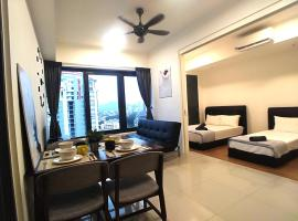 Georgetown City View Condo Tropicana 218 Macalister, hotel with jacuzzis in George Town