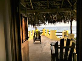 KuDehya Guesthouse, hotel in Treasure Beach