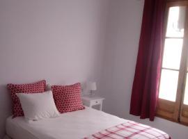 Confortable velero en Barcelona!!, hôtel à Badalona