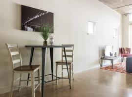 Urban Chic Loft - Walk to River B2