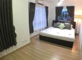 Junior house & Apartment, hotel in Thalang