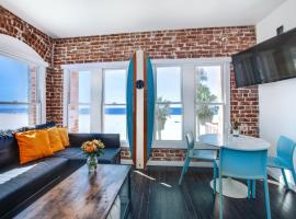Venice Breeze Suites, hotel near Venice Beach Boardwalk, Los Angeles