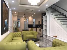 Glamorous Case de Tan House