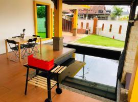 Ar-Rayqal Private Pool Homestay Johor Bahru, hotel in Pasir Gudang