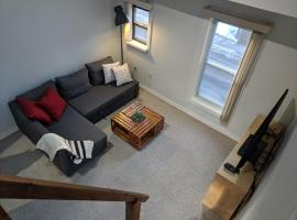 Bright top floor in Victorian home w/ free parking