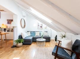 TWO LEVEL JUST REFURBISHED TOP FLOOR LOFT AT MADRID CENTER.A REAL TRESURE
