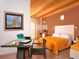 Hotel Favorita, hotel in Cesenatico
