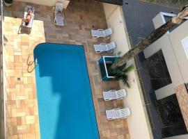Apartamento amplo com piscina e ar-condicionado no Itagua