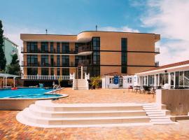 Miracle&N, hotel in Vityazevo