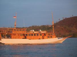 Boat Charter KM.Caroline