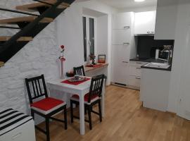Stone wall apartments Izola, hotel v Izoli