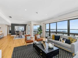 Luxurious Three Bedroom Penthouse - Auckland CBD