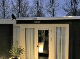 gardenhouse mariposa, hotel in Badhoevedorp