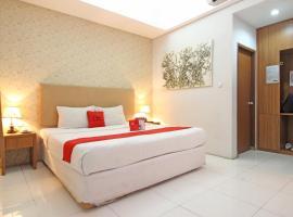 RedDoorz Plus @ Jl Jendral Sudirman Sukoharjo, hotel in Solo