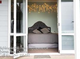 Nightingale Falls Farm Stay Retreat, hotel in Thames