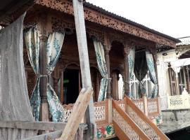 New Rajas Garden Houseboad