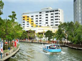 Tun Fatimah Riverside Hotel