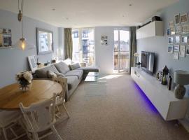 2 Bed Edinburgh Apartment Free Parking & Balcony