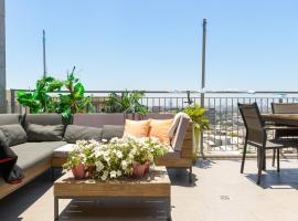 Sea View Penthouse In The Heart Of The City