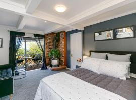 Melrose Haven B&B, hotel with jacuzzis in Wellington