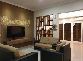 Danka@Taman Golf Residence 4 BR, family hotel in Batam Center