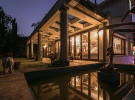 Shiraz Villa by Vista Rooms, room in Lonavala