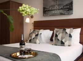 Nations Porto II - Studios & Suites, guest house in Porto