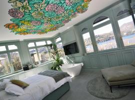 Bello!Lake Como Suites, guest house in Como