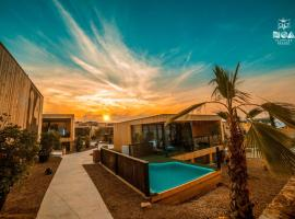 Noa Glamping Resort, beach hotel in Novalja