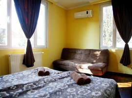 Guesthouse Different, гостевой дом в Тбилиси