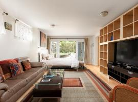 Private and Cozy Home in Kerrisdale
