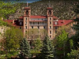 Hotel Colorado, pet-friendly hotel in Glenwood Springs