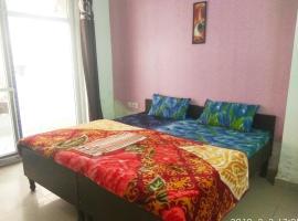 HomeNow - Full Kadambari - Botanical Garden Metro, apartment in Noida