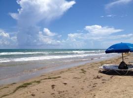 Tiki 250 - Steps from the Beach