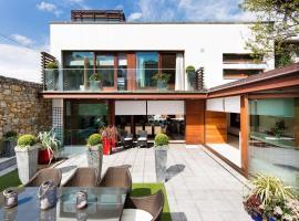 Modern Elegance, steps from the Aviva! Home Cinema