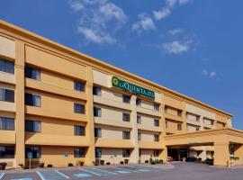 La Quinta by Wyndham Plattsburgh, hotel with jacuzzis in Plattsburgh