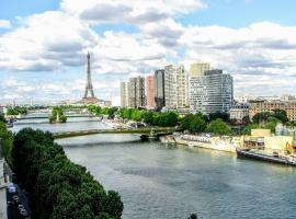 LUXE EIFFEL TOWER AND SEINE RIVER