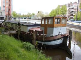 Houseboat in the city, pet-friendly hotel in Groningen